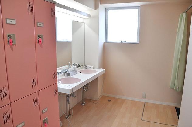 女子更衣室です。シャワールームもあります。
