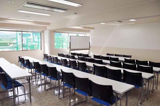 総合施設内の会議室です。